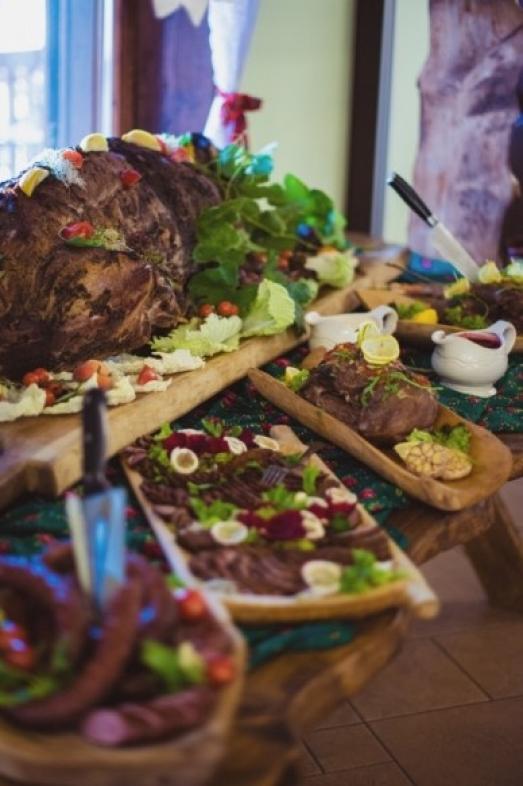 Wiejski stół - atrakcja na weselu w Siedlisku Janczar