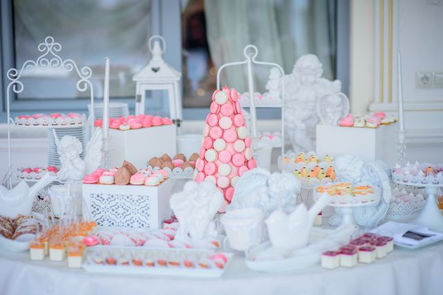 Jaki wybrać stół tematyczny na wesele?